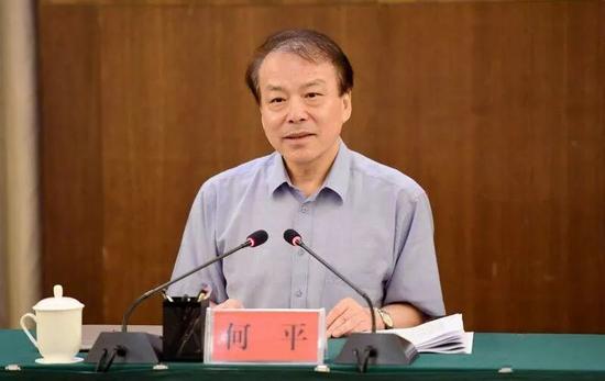 国务院任免:何平任新华社社长,蔡名照卸任图片
