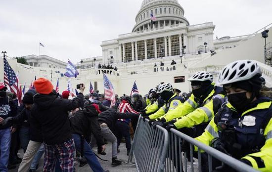 美国会被围攻后 华盛顿邻州州长宣布进入紧急状态