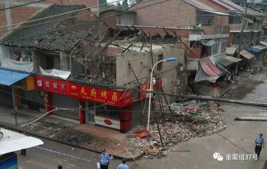 四川内江地震:居民睡觉时被摇醒家中监控被震翻