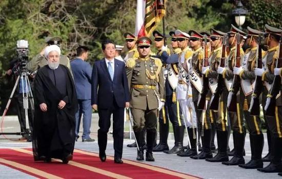 安倍2019年6月访问伊朗,检阅伊朗三军仪仗队