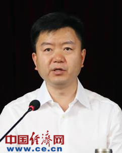 材料图:原临沧市委书记李小平