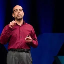 ▲阿布德・马德里教授演说时照片儿 图据TED官网