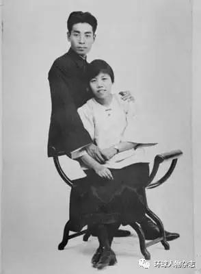 1925年8月8日周恩来与邓颖超的结婚照。