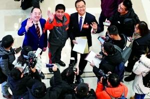 昨天上午,市人大代表陆续来到人代会驻地北京会议中心报到。首席摄影记者 吴宁/摄