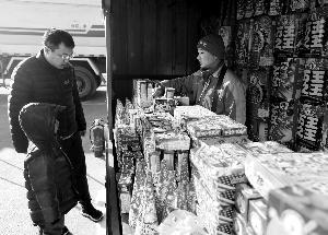 今年卖烟花的零售摊位都设在五环外。