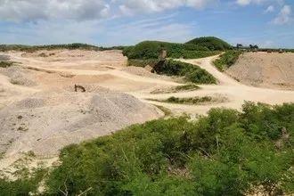 ▲位于宫古岛东部的采石场(日本《冲绳时报》网站)