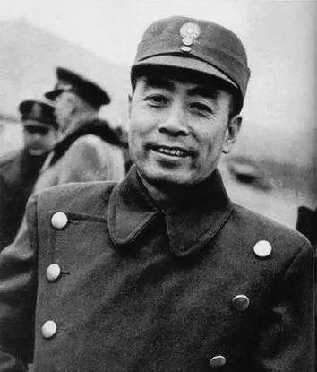 1946年5月,周恩来在中共代表团驻地南京梅园新村。