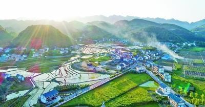 贵州省遵义市播州区花茂村光明图片/视觉中国