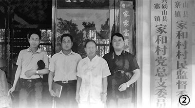 本文作者在王东超(右二)陪同下走访安徽省砀山县家和村
