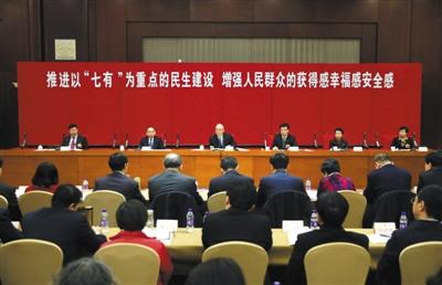 昨日上午,北京市政协十三届一次会议召开联组会,中共北京市委书记蔡奇出席,听取委员意见建议。 新京报记者 王贵彬 摄