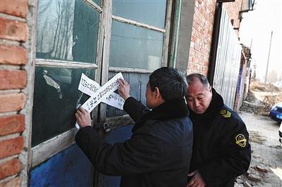 昨日,河北河间市执法人员查封一处非法加工驴肉的黑作坊