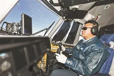 执行长航程海上训练中的刘宝。