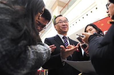 昨日,市人大代表卫爱民接受记者采访。新京报记者 侯少卿 摄