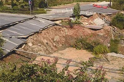 ▲佛山地铁施工路段地面塌陷事故现场。新华社发