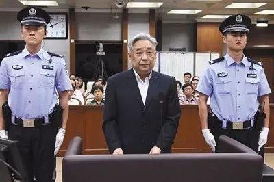 张力军(中)受审