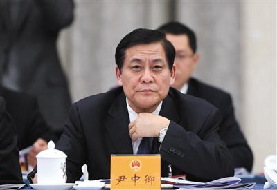 昨日,全国人大代表尹中卿出席十三届全国人大一次会议江苏省代表团全体会议。新京报记者 薛�B 摄