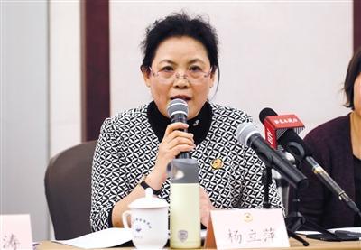 昨日,市政协委员杨立萍在小组会上发言。