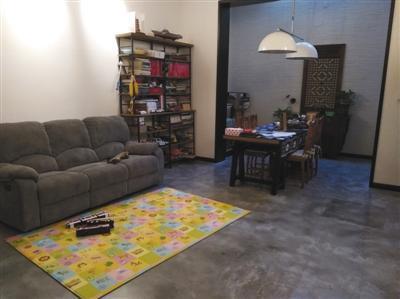 文龙家园三里部分一层业主地下室经装修后作为住宅使用。新京报记者 卢通 摄