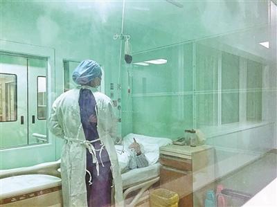 接收哥哥造血干细胞的王玲今朝仍住在无菌病房