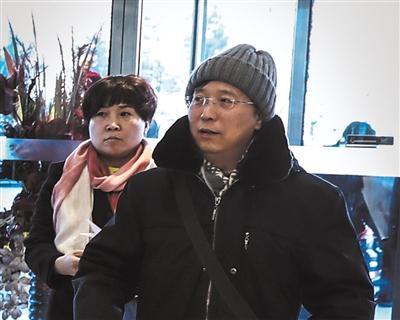 市人大代表赵海步入北京会议中心报到。新京报记者 彭子洋 摄