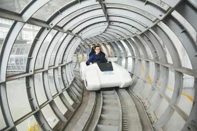 运行中的磁悬浮试验车。
