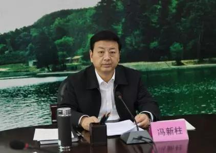 明天下战书,中纪委网站就冯新柱落马还专门做了批评,此中指出: