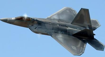 """美军F-22""""凶猛的鸟类""""隐形战斗时机"""