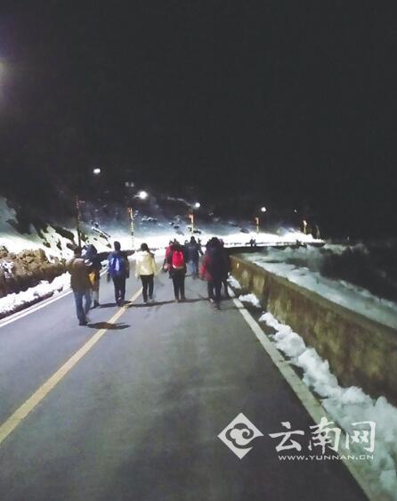 上千游客滞留云南轿子雪山 景区: