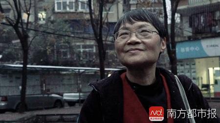 """袁祥珍今年68岁了,是当地有名的""""快递奶奶""""。"""