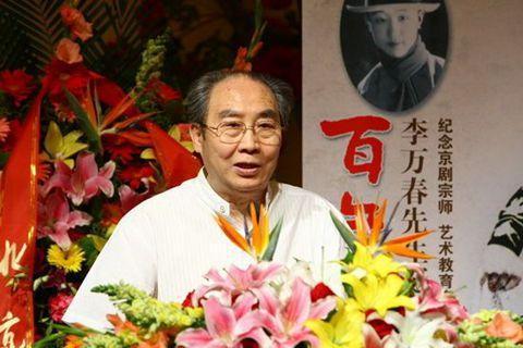 张春孝在京剧武戏宗师李万春诞生百年纪念会上讲话。资料图