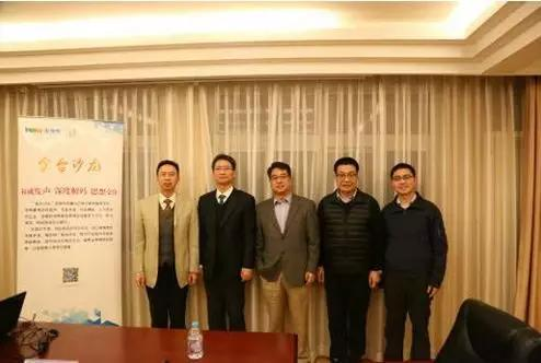 """第19期""""金台沙龙""""嘉宾。从左至右:朱磊、严峻、王英津、朱松岭、陈桂清。(付勇超 摄)"""