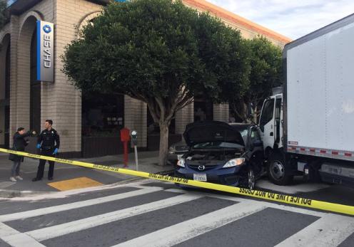 美国旧金山发生卡车冲撞行人事故 造成至少7人伤
