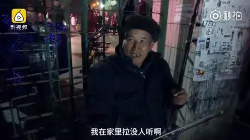 近日,他受邀在学校双旦晚会上表演。