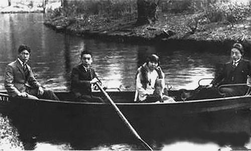 1922年,周恩来在德国柏林万赛湖。