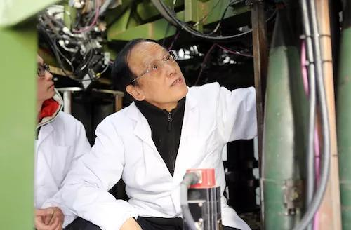 2017年3月15日王泽山院士在检测自动装置系统 朱志飞摄