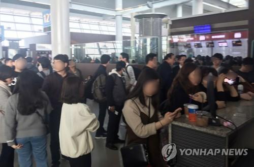韩国仁川机场浓雾弥漫,大量航班延误或被迫返航(来源:韩联社)