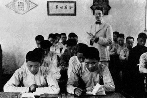 1914年7月,在天津南开学校读书时的周恩来。