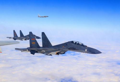 资料图片:空军轰-6K等多型多架战机开展远洋训练(11月19日摄)。新华社发