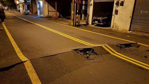花莲多处道路受损。(图片来源:台媒)