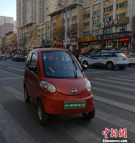 数据显示,目前中国电动三轮车社会保有量达5000万辆。 杨杰英 摄