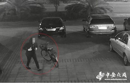 嫌疑人在荷塘月色商铺作案视频图