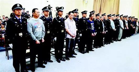 被告人刘汉等10人在法庭接受宣判