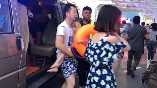 受伤旅客被送往病院
