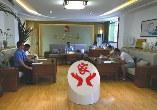 德阳旌阳区人民法院少年和家事审判庭审理抚养丹丹一案。