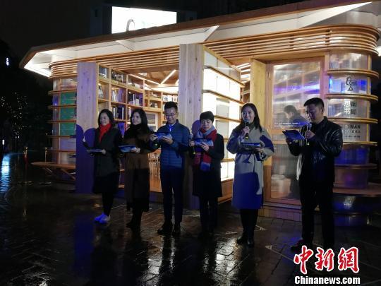 """1月3日晚,""""思南书局·概念店""""在上海熄灯落幕。 康玉湛 摄"""