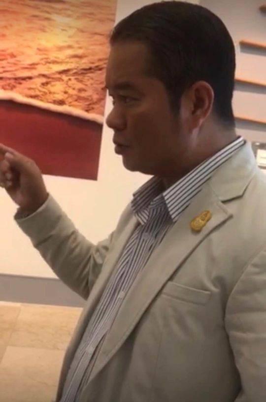 普吉泰中游览协会会长郑伟接收封面消息记者采访