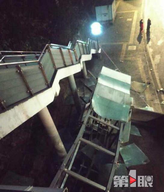 货车撞上重庆2号线刘家坝站 轻轨站直梯损毁(图)坏丫头音译