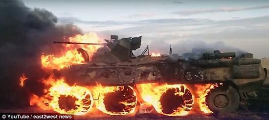 史上最贵行军餐:俄士兵生火热饭 不慎烧