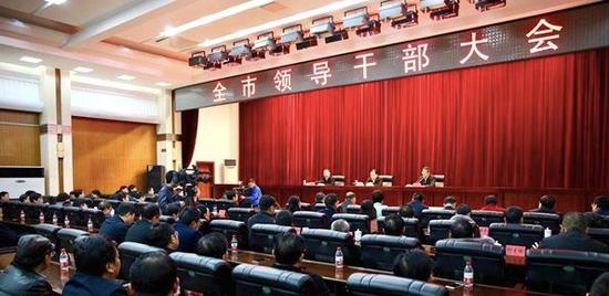 这是郑建新8个月内的再度履新。此前,他任衡阳市市长。