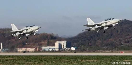 ▲2015年11月,韩国航空航天产业股份有限公司向菲律宾交付出口专用的国产FA-50PH战斗机 图据东方IC